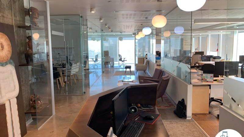 פינת כניסה של משרד להשכרה במגדל אלקטרה סיטי תל אביב