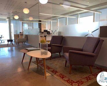 פינת ישיבה של משרד להשכרה במגדל אלקטרה סיטי תל אביב