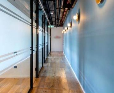מסדרון של משרד להשכרה במגדלי הארבעה תל אביב