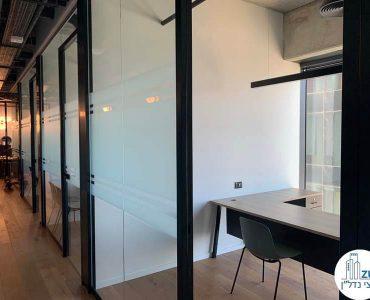 כניסה לחדרים של משרד להשכרה במגדלי הארבעה תל אביב