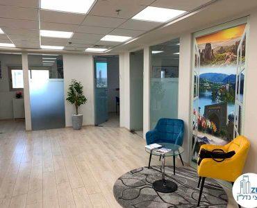 פינת כניסה של משרד להשכרה בבית כלל תל אביב