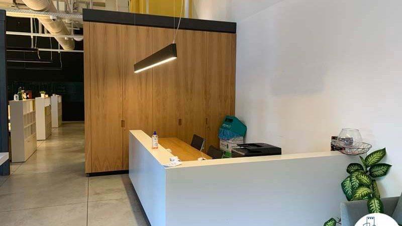 עמדת קבלה של משרד להשכרה בשכונת נחלת יצחק תל אביב