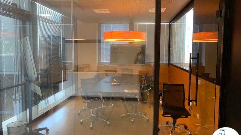חדר ישיבות של משרד להשכרה בשכונת נחלת יצחק תל אביב