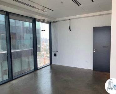 """חדר מנכ""""ל של השכרת משרד במגדלי הארבעה תל אביב"""