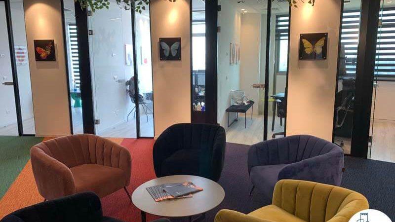 פינת ישיבה של משרד להשכרה במגדל אדגר 360 תל אביב