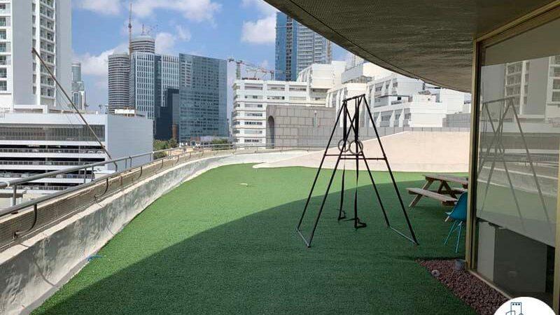 מרפסת של משרד להשכרה במתחם בית המשפט תל אביב