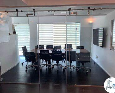 חדר ישיבות במשרד של לקוחות מרוצים במתחם רוטשילד תל אביב