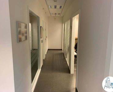 מסדרון של משרד להשכרה בבית קרדן תל אביב