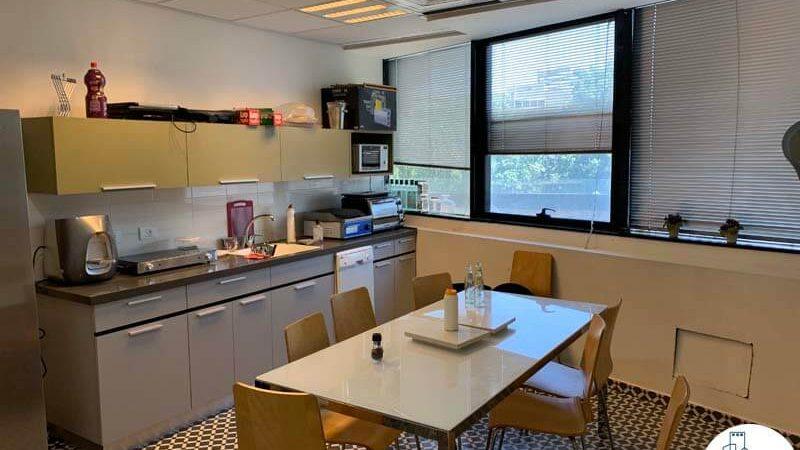 מטבח של משרד להשכרה בבית קרדן תל אביב