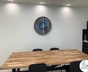 שולחן אוכל של השכרת משרד במגדל מידטאון תל אביב