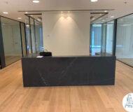 עמדת קבלה של השכרת משרד במגדל מידטאון תל אביב