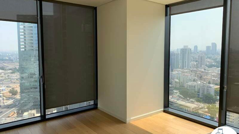 חדר פינתי של השכרת משרד במגדל מידטאון תל אביב