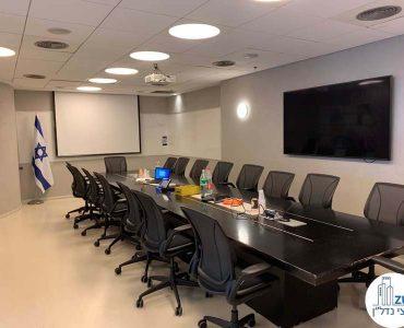 חדר ישיבות של משרד להשכרה במגדל גיבור ספורט מתחם הבורסה רמת גן