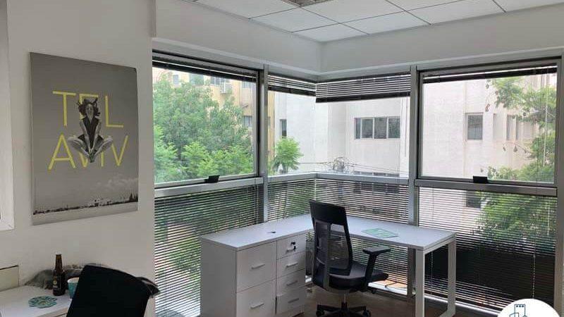 חדר פינתי של משרד להשכרה בשכונת מונטיפיורי תל אביב