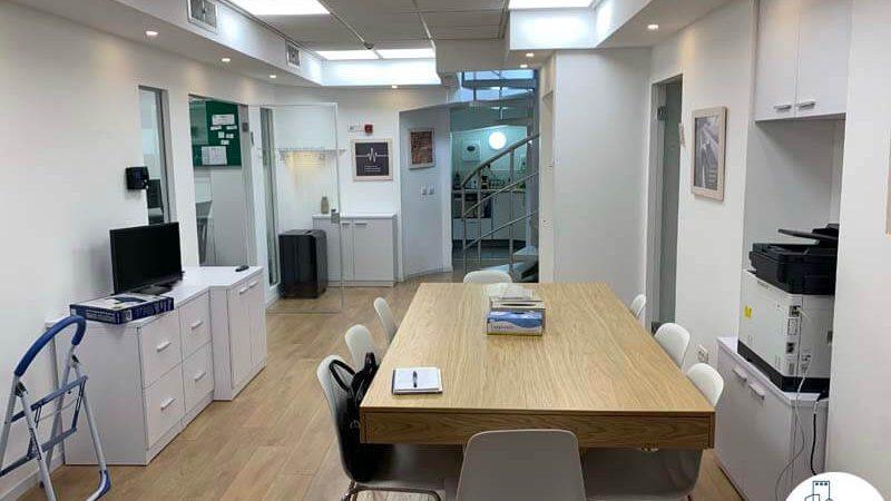 פינת כניסה של משרד להשכרה בשכונת מונטיפיורי תל אביב