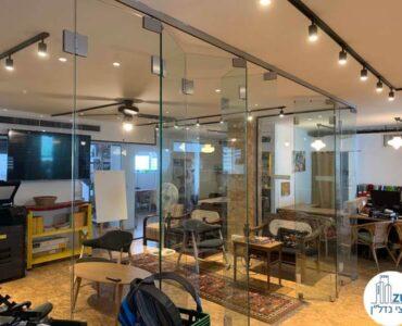 פינת ישיבה של השכרת משרד בשכונת מונטיפיורי תל אביב