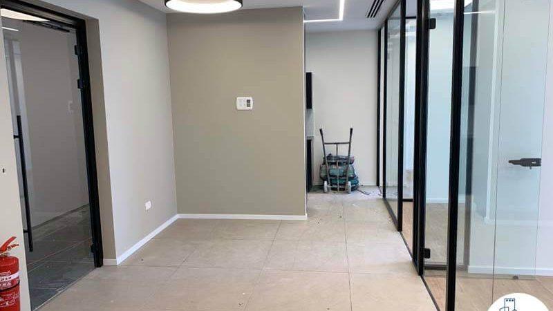 פינת כניסה של משרד להשכרה במגדל רסיטל תל אביב