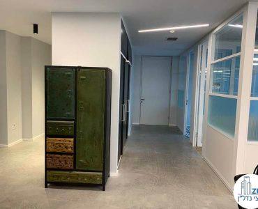 פינת כניסה של משרד להשכרה במגדל תוהא תל אביב