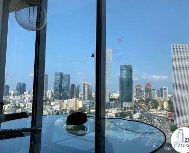 שולחן עם נוף של משרד להשכרה במגדל תוהא תל אביב