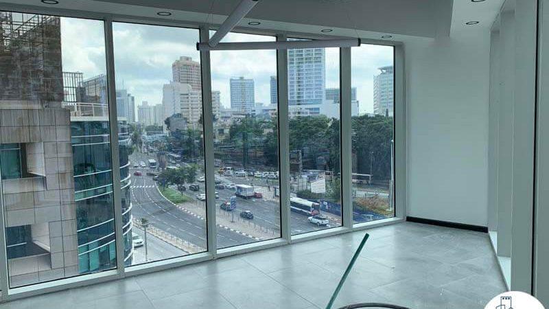 חדר ישיבות פינתי של משרד להשכרה במגדל WE תל אביב