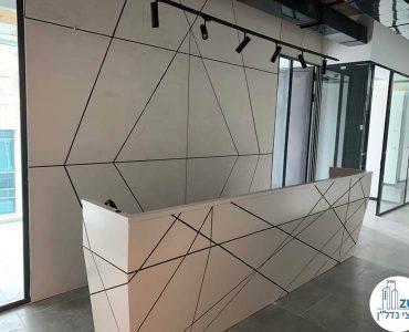 עמדת קבלה של משרד להשכרה במגדל WE תל אביב