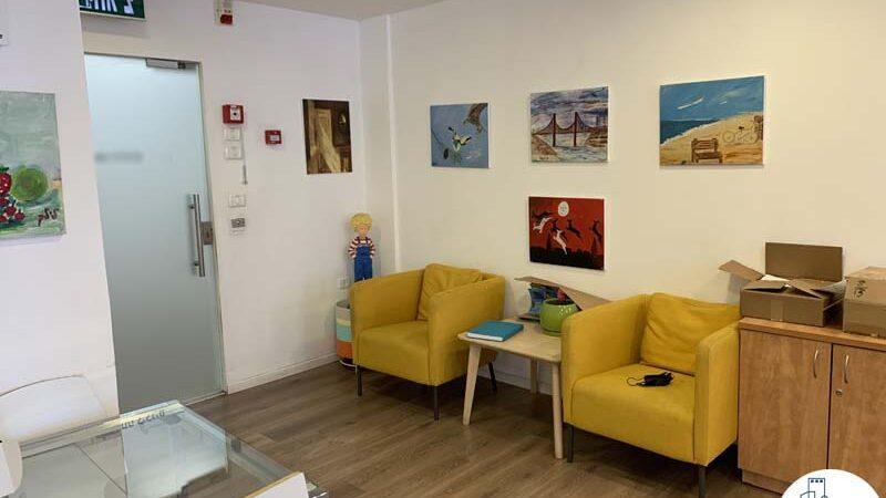פינת כניסה של משרד להשכרה במגדל כלבו שלום תל אביב