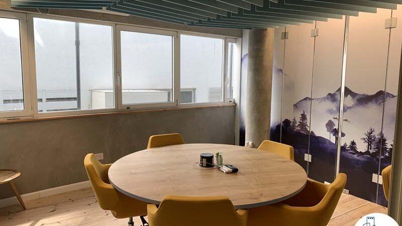 חדר ישיבות קטן של משרד להשכרה במתחם רוטשילד תל אביב