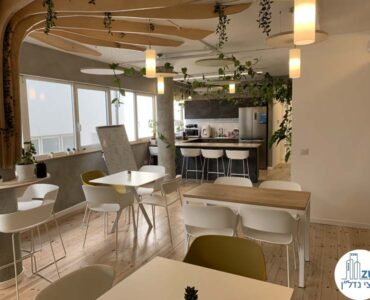 פינת אוכל של משרד להשכרה במתחם רוטשילד תל אביב