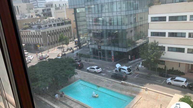 נוף לשדרות רוטשילד מחלון של משרד להשכרה בשדרות רוטשילד תל אביב