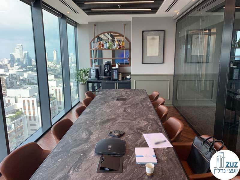 חדר ישיבות בחלל משרדים משותף במגדלי הארבעה תל אביב