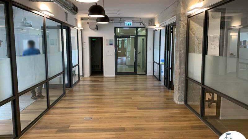 כניסה לחדרים של משרד להשכרה בשכונת מונטיפיורי תל אביב