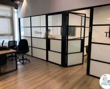 כניסה לחדרים במשרד של לקוחות מרוצים מעסקת תיווך בבית אופקים תל אביב