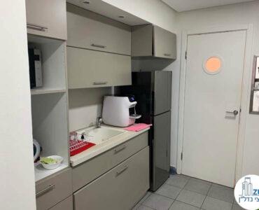מטבחון במשרד של לקוחות מרוצים מעסקת תיווך בבית אופקים תל אביב