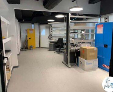 חדר מעבדה במשרד של לקוחות מרוצים מעסקת תיווך בבית אופקים תל אביב