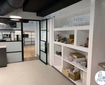 כניסה למעבדה במשרד של לקוחות מרוצים מעסקת תיווך בבית אופקים תל אביב