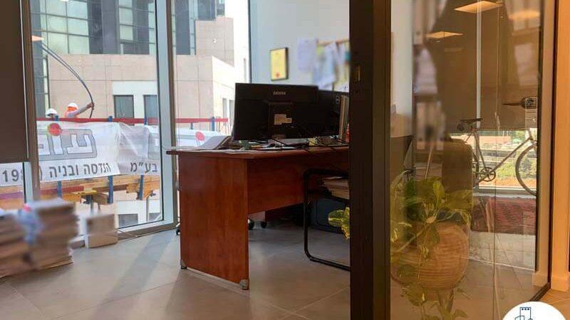 חדר עבודה של לקוח מרוצה מעסקת תיווך במגדל WE תל אביב