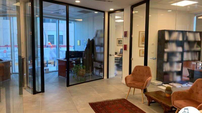 כניסה לחדרים של לקוח מרוצה מעסקת תיווך במגדל WE תל אביב