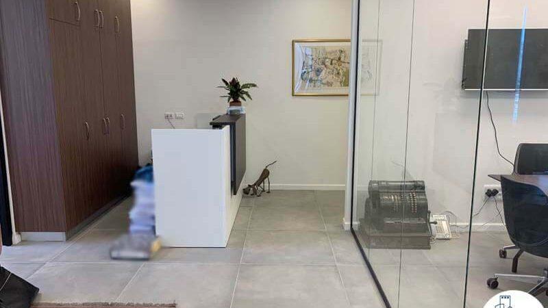 פינת כניסה של לקוח מרוצה מעסקת תיווך במגדל WE תל אביב