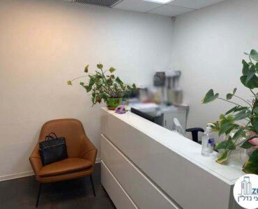 עמדת קבלה של משרד להשכרה במגדלי שקל תל אביב