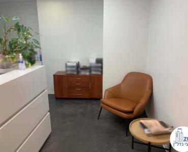 פינת כניסה של משרד להשכרה במגדלי שקל תל אביב