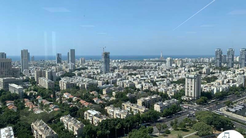 נוף לים מחלון של משרד להשכרה במגדל רסיטל בתל אביב