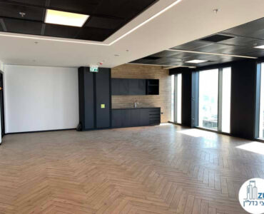 פינת כניסה של משרד להשכרה במגדל רסיטל בתל אביב