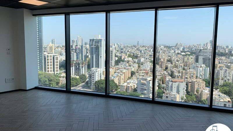 חלון של משרד להשכרה במגדל רסיטל תל אביב