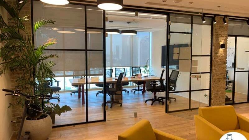 כניסה לחדר ישיבות של משרד להשכרה במגדל WE תל אביב