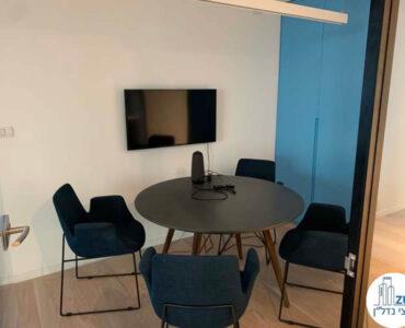חדר ישיבות קטן של משרד להשכרה בבית אגיש רבד תל אביב