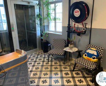 פינת ישיבה של משרד להשכרה בטמפלרים בשרונה תל אביב