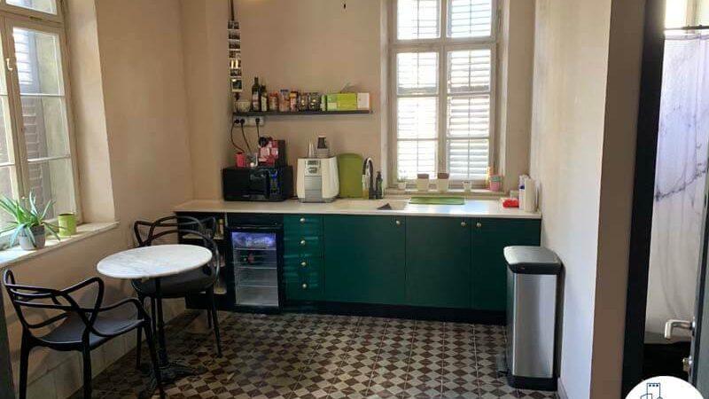 מטבחון של משרד להשכרה בטמפלרים בשרונה תל אביב
