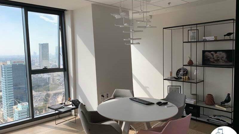 חדר ישיבות קטן של משרד להשכרה במגדלי אלון תל אביב