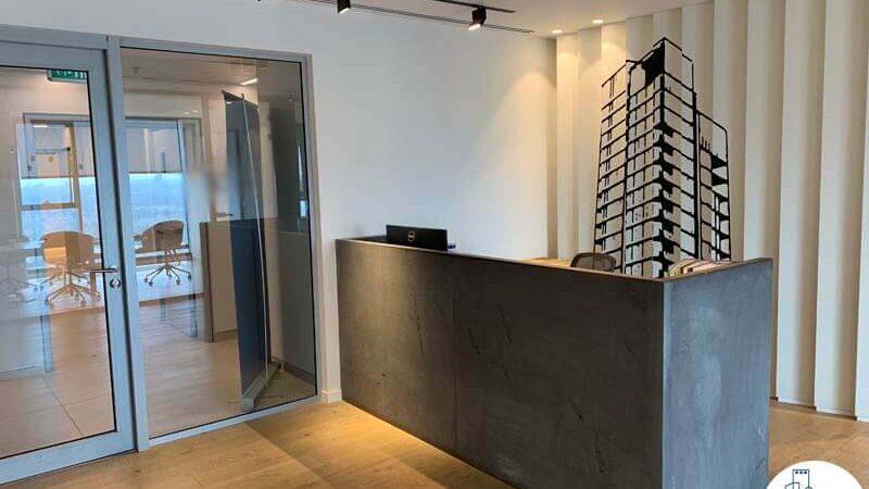 עמדת קבלה של משרד להשכרה במגדלי אלון תל אביב