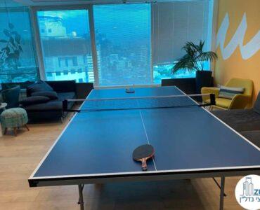 שולחן פינג פונג של משרד להשכרה במגדל דיסקונט תל אביב